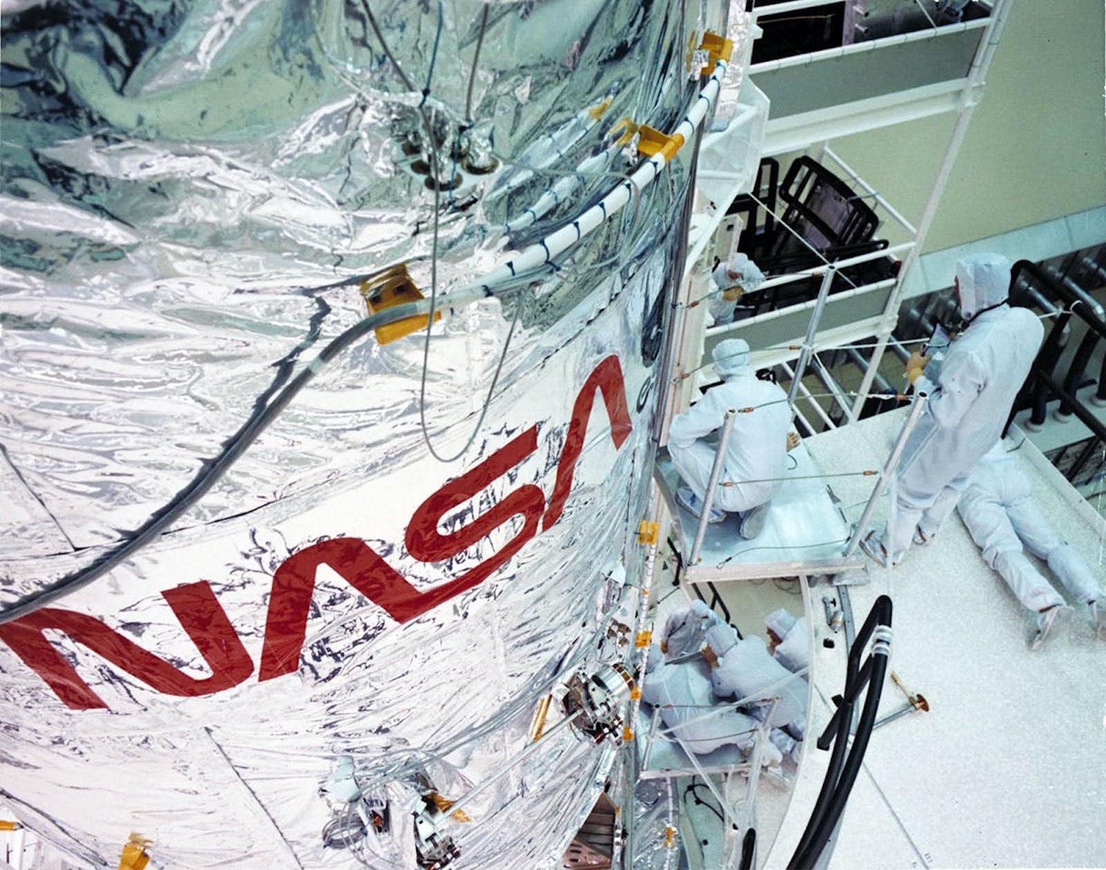 Logotype Ver en situation sur une fusée
