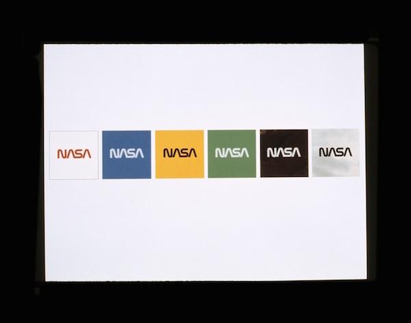 Le logo Ver sur différents fonds de couleur